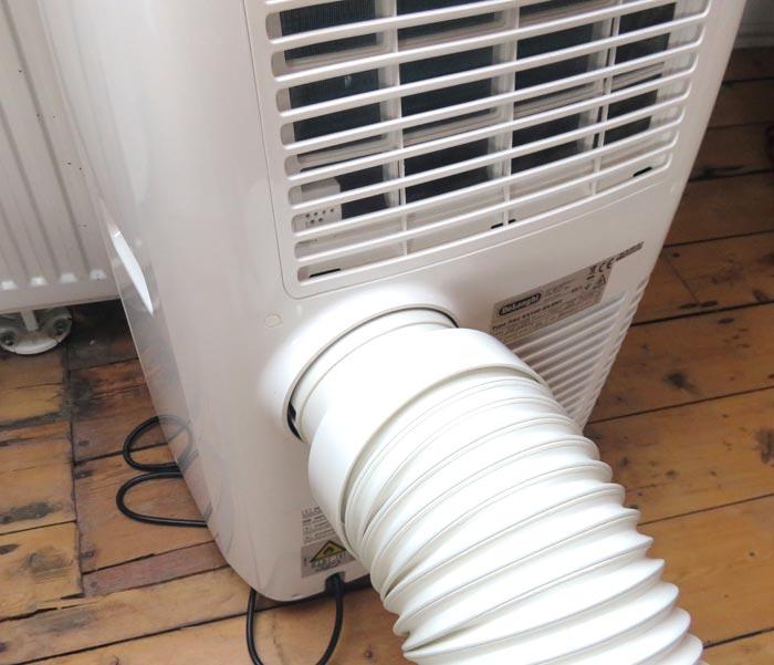 Connect exhaust hose to De'Longhi Pinguino PAC EX100 Silent