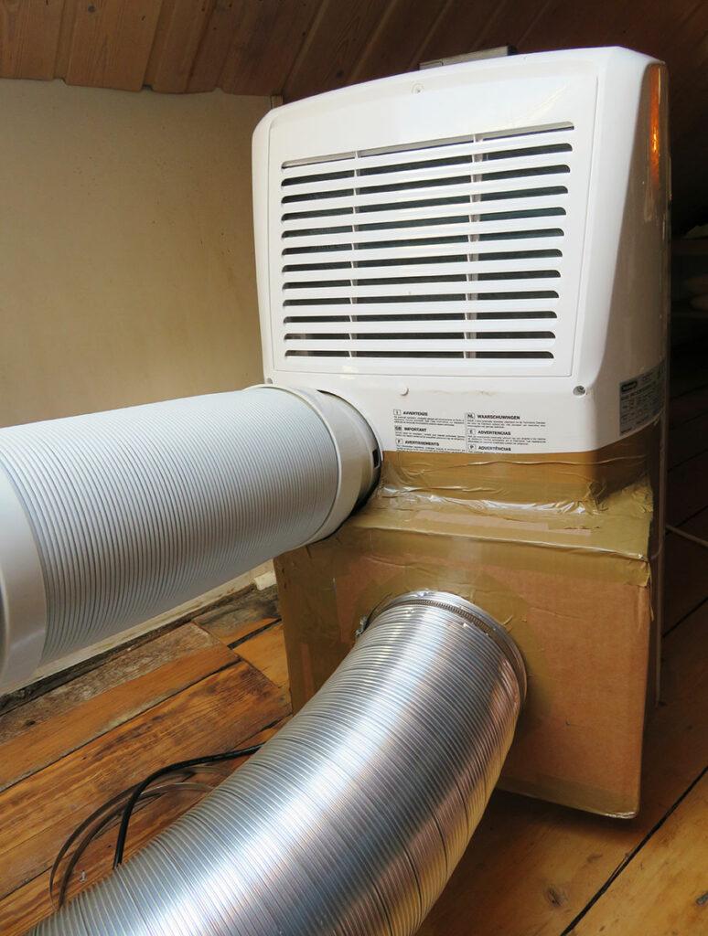 Modification portable air conditioner - Attach hoses to portable air conditioner 04