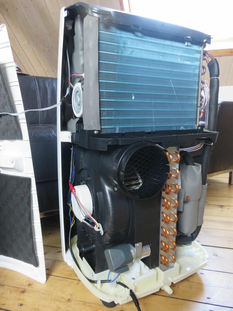 Portable air conditioner interior view: evaporator, fan for exhaust air and condenser, De'Longhi Pinguino PAC EX100 Silent