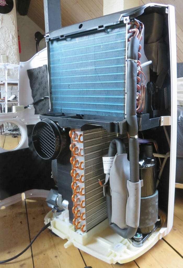 Portable air conditioner interior view: evaporator, compressor and condenser, De'Longhi Pinguino PAC EX100 Silent