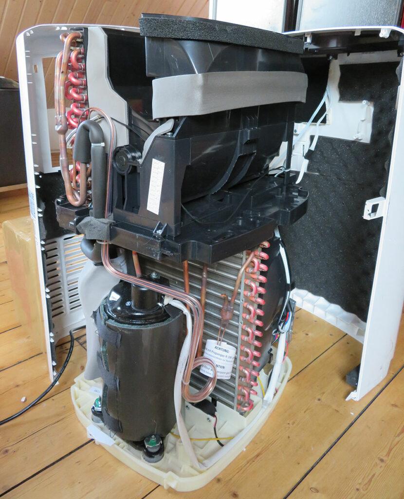 Portable air conditioner interior view - front/side view: condenser, compressor, expansion valve De'Longhi Pinguino PAC EL98 ECO